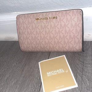 Micheal kors pink wallet